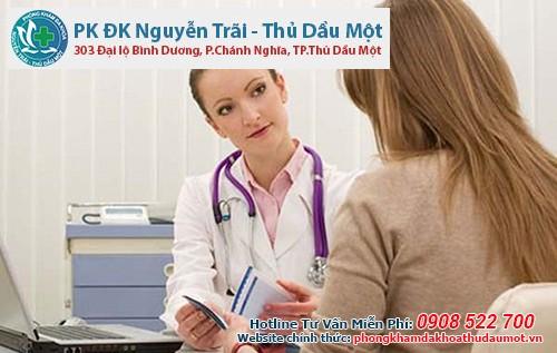 Đến phòng khám chuyên khoa ngay khi đặt thuốc âm đạo bị ra máu