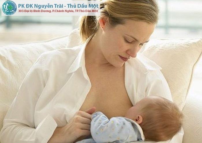 Đình chỉ thai khi đang cho con bú có được không?