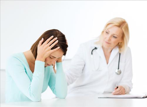 Nguyên nhân và triệu chứng dẫn đến nhiễm toan ceton?