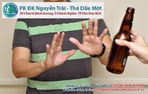 Thường xuyên uống rượu bia cũng gây phình tuyến tiền liệt
