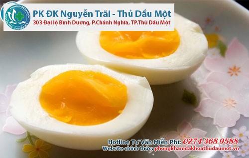 Chỉ nên ăn trứng gà khi đã luộc chín