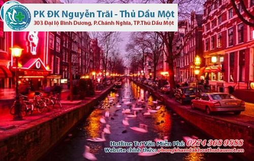 Phố đèn đỏ ở Amsterdam, Hà Lan nổi tiếng thế giới  vì là nơi mua dâm là hợp pháp