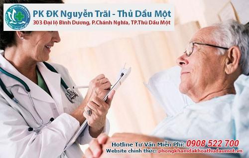 Tình trạng tiểu ra máu ở người cao tuổi- bệnh người già