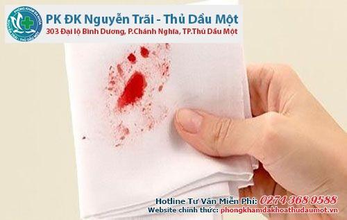 Chảy máu khi đi đại tiện- triệu chứng bệnh trĩ ngoại rõ nhất