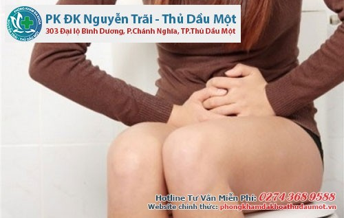 Chị em cần thăm khám khi thấy đau lưng - một biểu hiện thường gặp của chứng viêm niệu đạo