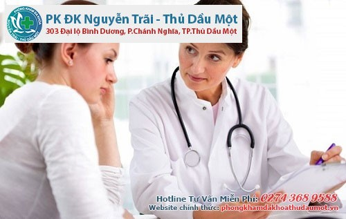 Chị em cần tìm gặp bác sĩ để được tư vấn cách điều trị viêm âm đạo nữ giới hiệu quả