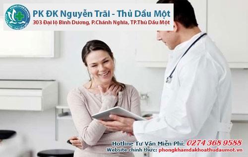 Khi thấy viêm lộ tuyến cổ tử cung ra máu bạn nên nhờ bác sĩ khám